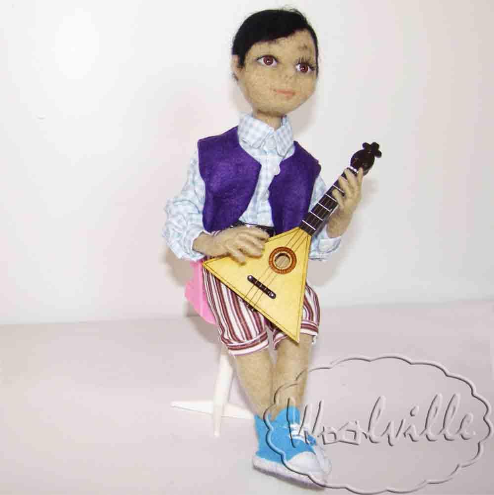 Кукла мальчик музыкант