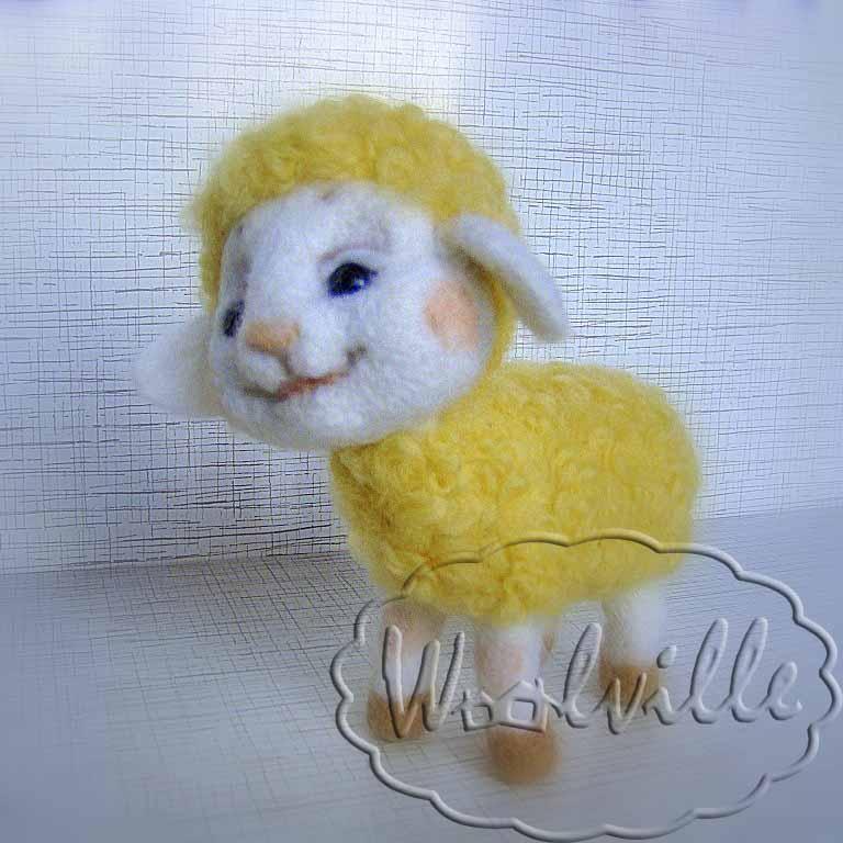Игрушка Золотистая овечка