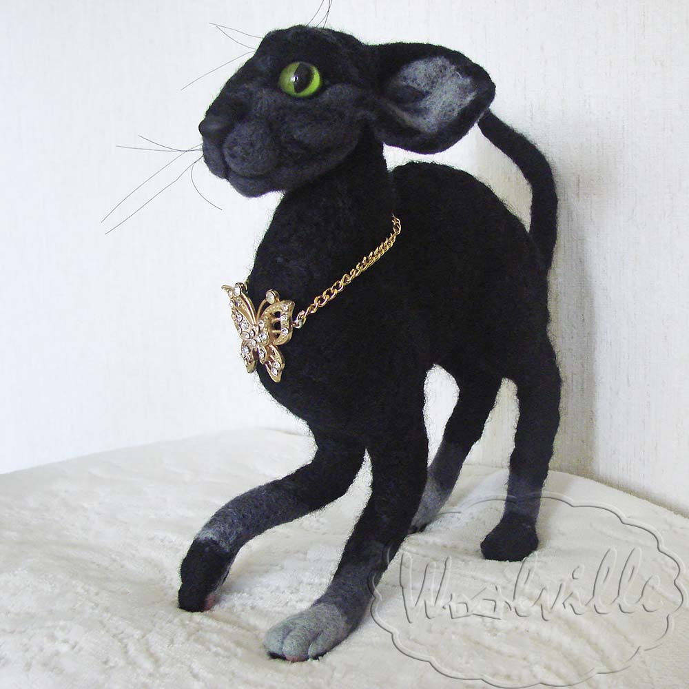 Игрушка кот породы корниш-рекс