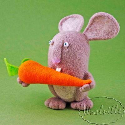 Игрушка заяц с морковкой