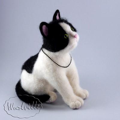 Интерьерная игрушка кошка из шерсти
