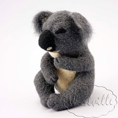 Игрушка из шерсти спящая коала