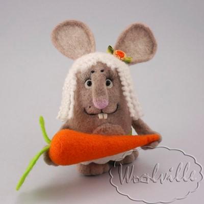 Игрушка зайка с морковкой